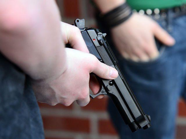 На перехресті вулиць 15 квітня і Злуки водії з'ясовували стосунки з пістолетом