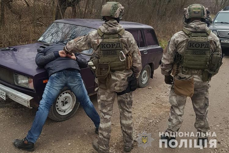 """""""Наркотики на мільйон гривень"""": у Тернополі наркозалежні продавали марихуани, амфетамін, опій, МДМА, PVP, субутекс та таблетки соннат"""