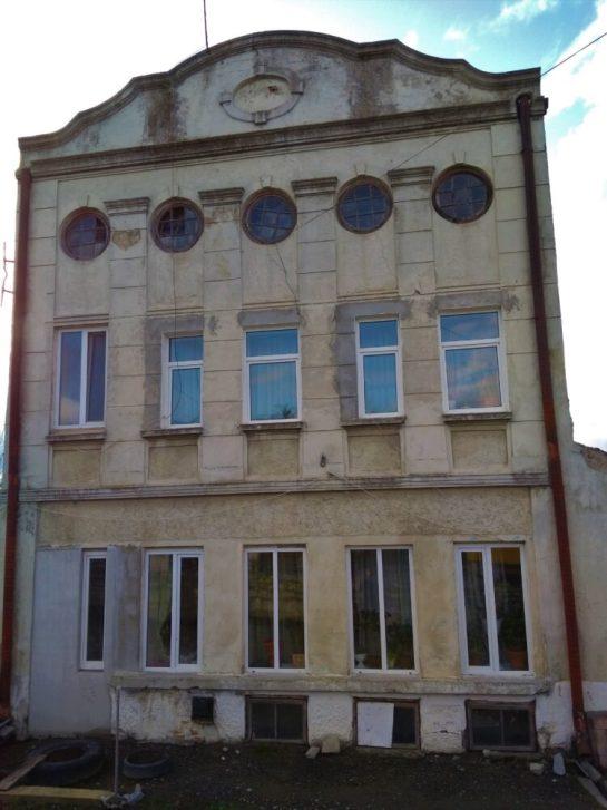 Подружжя з Тернопільщини розповіло, як їм жити в приміщенні синагоги (ФОТО)