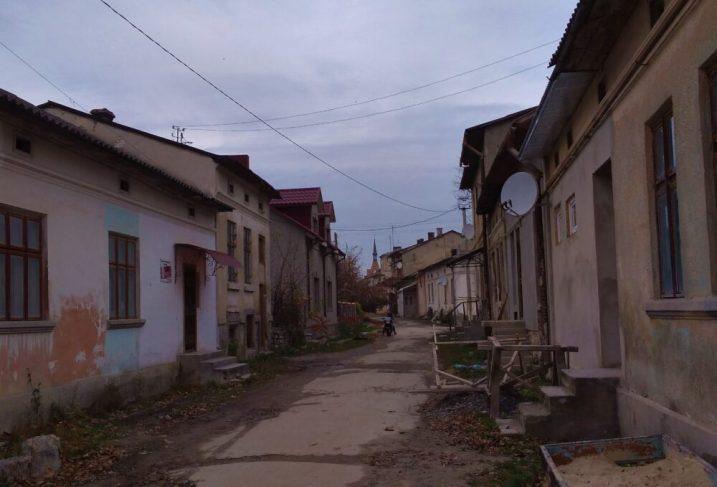 На Тернопільщині є чоловік з жінкою, які ще з 1994 року живуть у приміщенні синагоги (ФОТО)