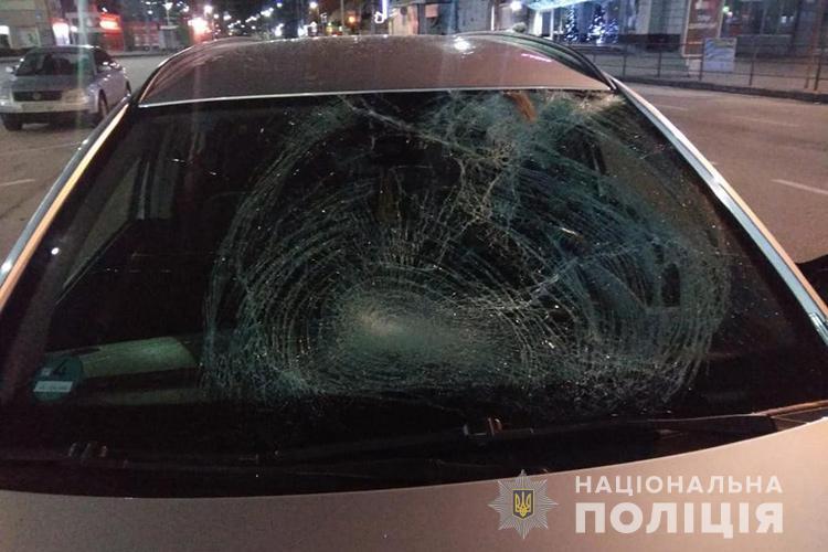 """Смертельна аварія у Тернополі: водій на """"Опелі"""" збив людину (ФОТО)"""