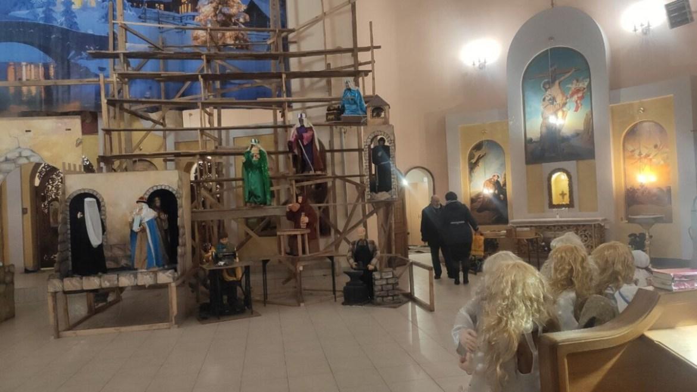 У Тернополі розпочали встановлення найбільшої шопки в Україні