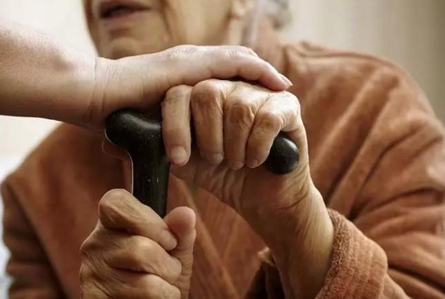 На Тернопільщині хлопець з дівчиною викрали у пенсіонерки понад 100 тисяч гривень
