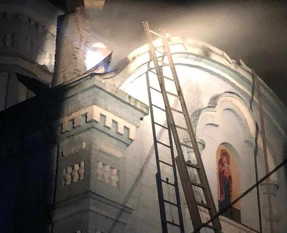 На Тернопільщині горіла старовинна церква, яка є пам'яткою архітектури (ФОТО)