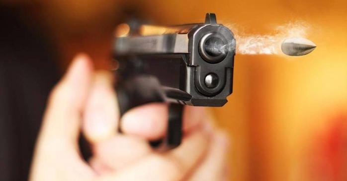 """""""Куля потрапила в око"""": на Тернопільщині чоловік з пістолета поранив сусіда"""