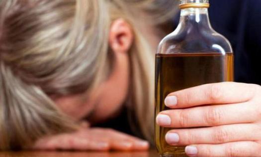 """""""Жінку в наркодиспансер, а дітей – у притулок"""": на Тернопільщині від п'яної мами забрали синів"""