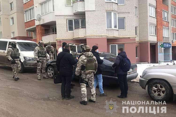 У Тернополі затримали подружжя, яке вимагало 5000 доларів. За що? (ФОТО, ВІДЕО)