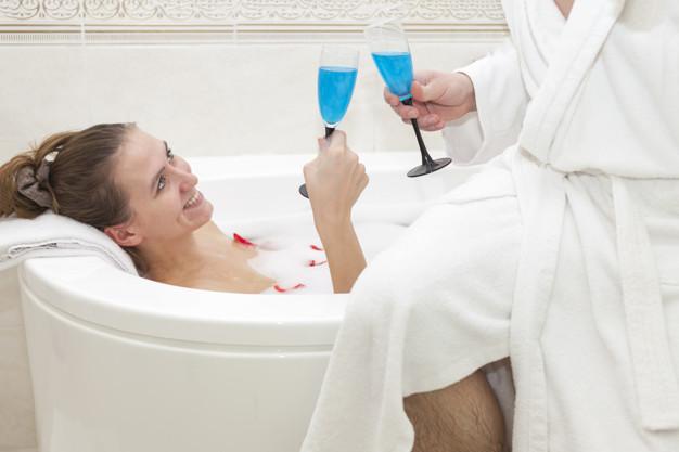У Тернополі хлопець та дівчина втратили свідомість після того, як покупались у ванні