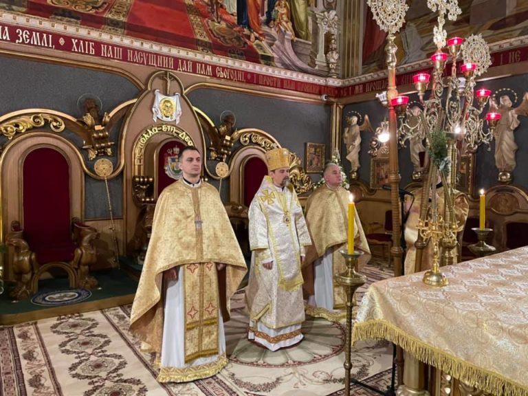 Сотні тернополян зустріли Новий рік у храмах (ФОТО)