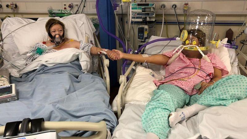 """""""Мама померла від COVID-19 поряд з донькою"""": від спільного фото з лікарні крається серце (ФОТО)"""