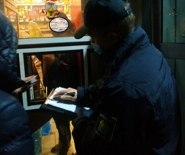 У Тернополі виявили заклад, де продають алкоголь у нічний час (ФОТО)