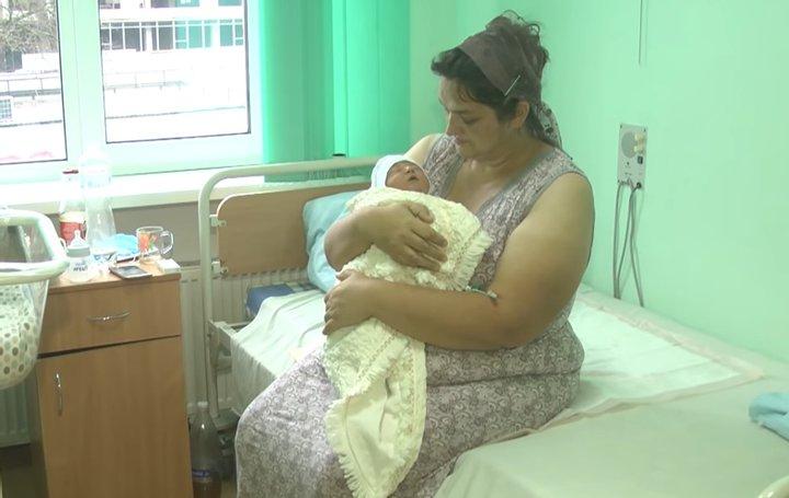 """""""Народжувала майже кожен рік"""": в Україні жінка народила уже 18 дитину (ФОТО)"""