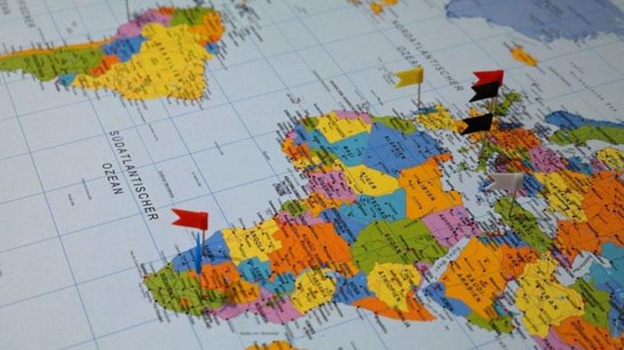 Стережіться заробітчани: МОЗ оприлюднило список країн червоної зони. Там Італія, Угорщина, Словаччина і Польща (повний список)
