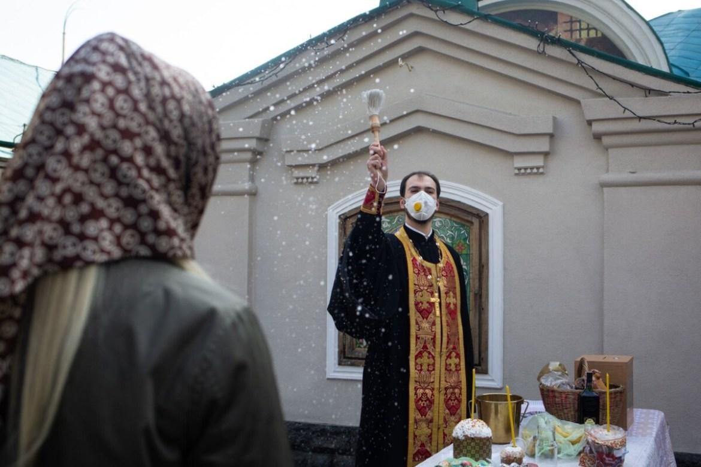 Тернополян просять ходити до церкви у масках