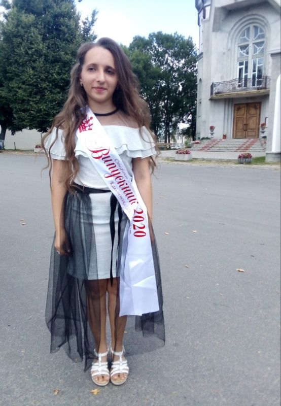 На Тернопільщині живе дівчина-дюймовочка з рідкісним синдромом Рассела-Сільвера