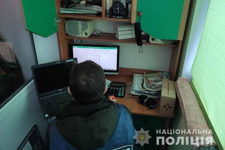 Хакер з Тернопільщини торгував логінами і паролями користувачів соцмереж