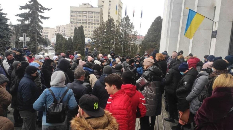 """""""Ми проти ізоляції міста і країни"""", — тернопільські підприємці протестували під ОДА"""