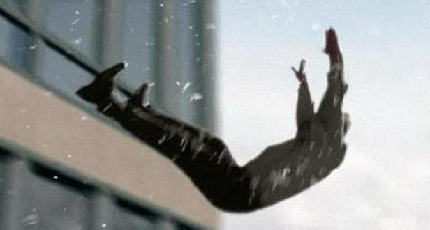 У Тернополі чоловік випав з вікна четвертого поверху: стан важкий