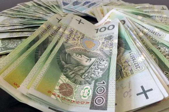 """""""Намагався потайки ввезти гроші без декларування"""": українець заплатив 26000 злотих штрафу на польському кордоні"""