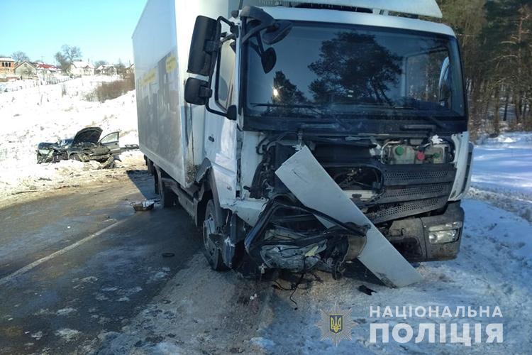Смертельний обгін на Тернопільщині: зіткнулися легківка і вантажівка (ФОТО)
