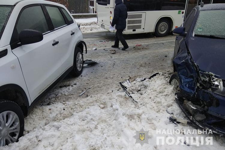 У Тернополі зіткнулися три авто: постраждав і пішоход (ФОТО)