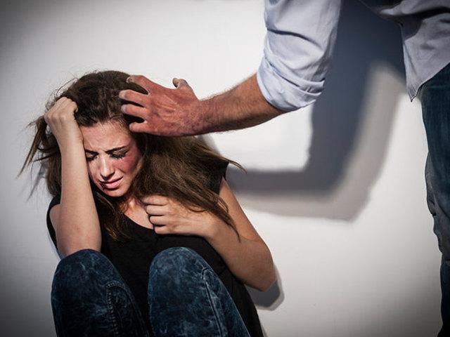 """""""Струс головного мозку, перелом пальця"""": у Тернополі за один день чоловіки побили двох жінок"""