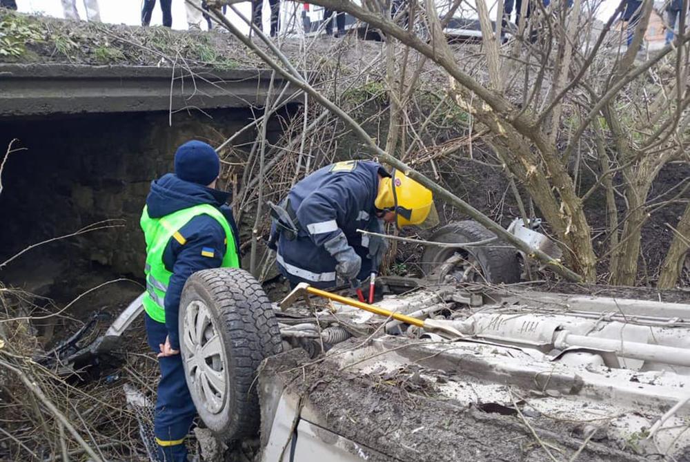 На Тернопільщині перекинувся автомобіль: п'яні мисливці поверталися з полювання