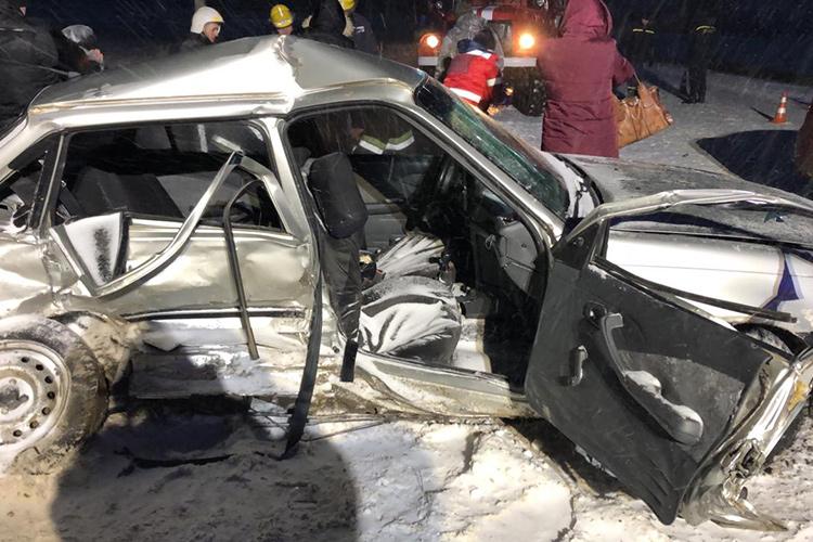 Смертельна аварія на Тернопільщині: жінка загинула, а чоловік та син у лікарні (ФОТО)