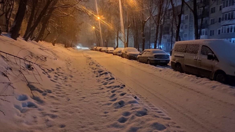 Тернопіль знову засипає снігом. А що буде зранку? (фото)