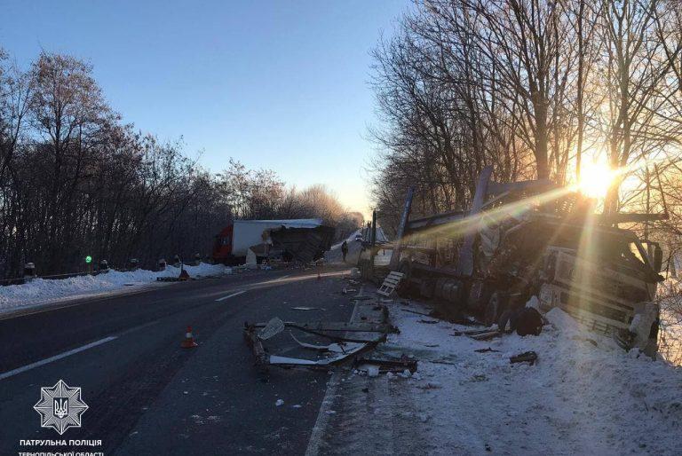 На трасі Тернопіль-Хмельницький зіткнулися дві вантажівки (ФОТО)