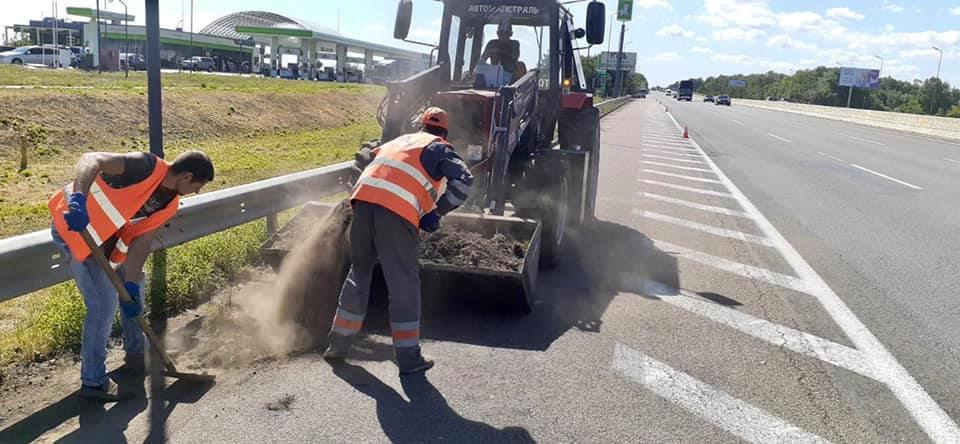 Дорожні війни: на Тернопільщині чотири компанії  б'ються за тендери на експлуатаційне утримання місцевих  автодоріг