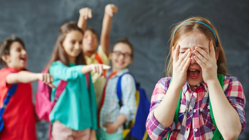 Булінг проти однокласниці: на Тернопільщині мама нечемної учениці отримала штраф