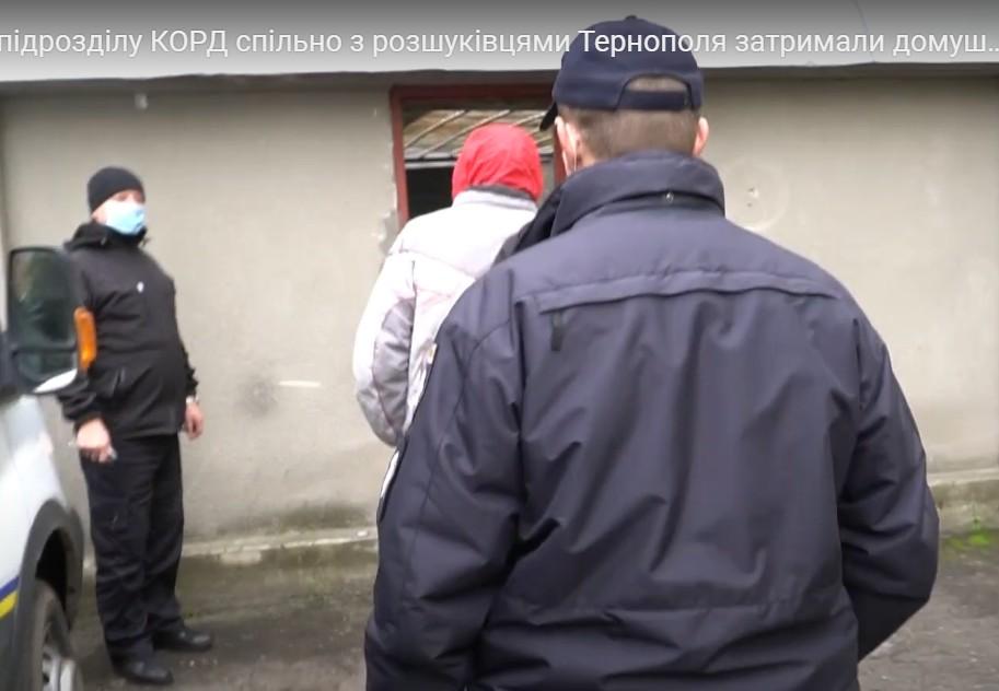 """У Тернополі спіймали домушників, які в робочий час """"почистили"""" дві квартири (ВІДЕО)"""