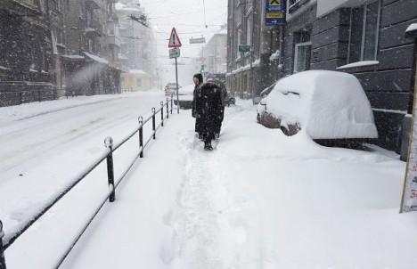 Сильний мороз, штормовий вітер і хуртовина: прогноз погоди не сприяє поїздкам