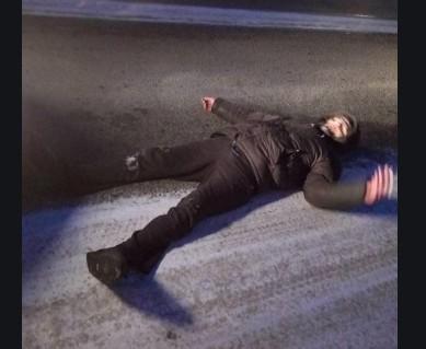 """""""Над ним стояли батько і поліція"""": у Тернополі рятували п'яного хлопця, який лежав на вулиці"""