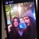У Тернополі дівчина принижує і нецунзурно лає свою подругу, знімаючи це на відео