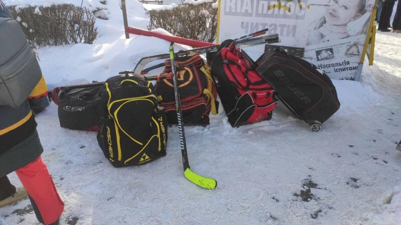 У Тернополі сьогодні — великий вуличний хокей! (фото)