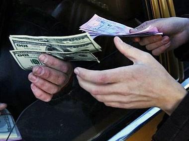 """""""Продав 20 доларів"""": у Тернополі покарали валютчика, який на автовокзалі міняв долари"""