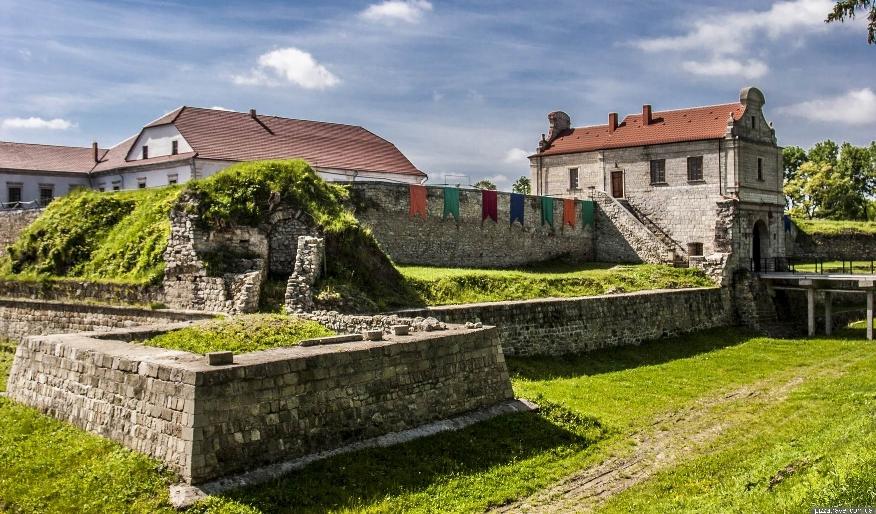 Скільки коштує охорона замків у Збаражі, Скалаті та Вишнівці?