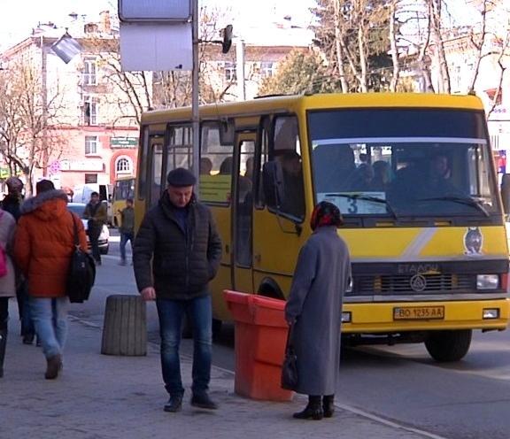 У Тернополі обмежили проїзд пенсіонерів у громадському транспорті, але не для всіх