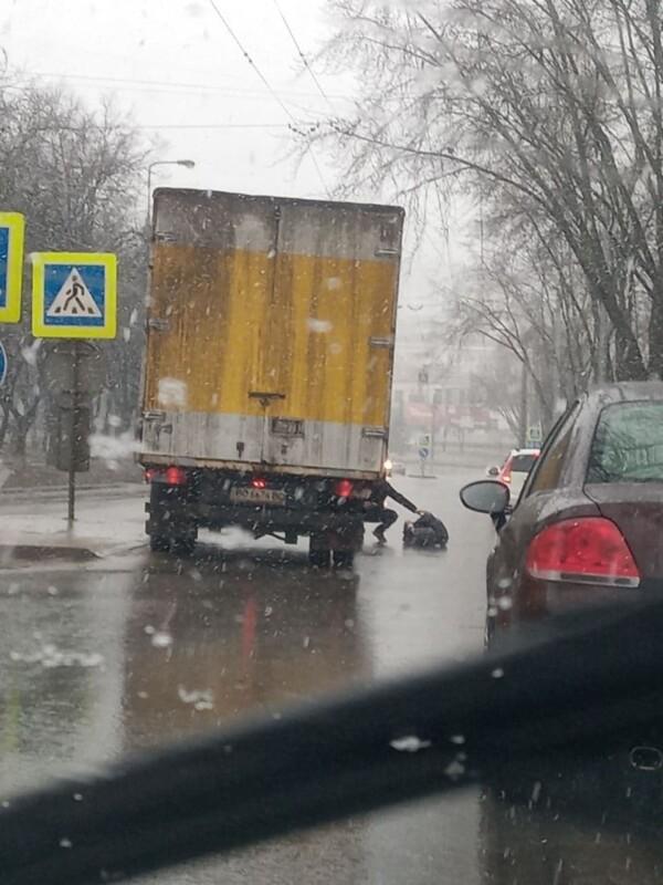 Аварія у Тернополі: вантажівка збила людину (ФОТО)