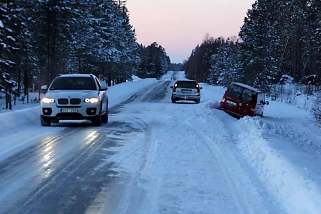 У Тернополі та області рятувальники попережають водіїв небезпечну ковзанку на дорогах
