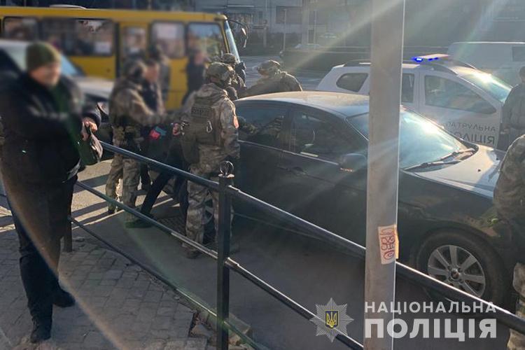 Нападали та грабували валютчиків: майже рік на території Тернополя орудувала злочинна група