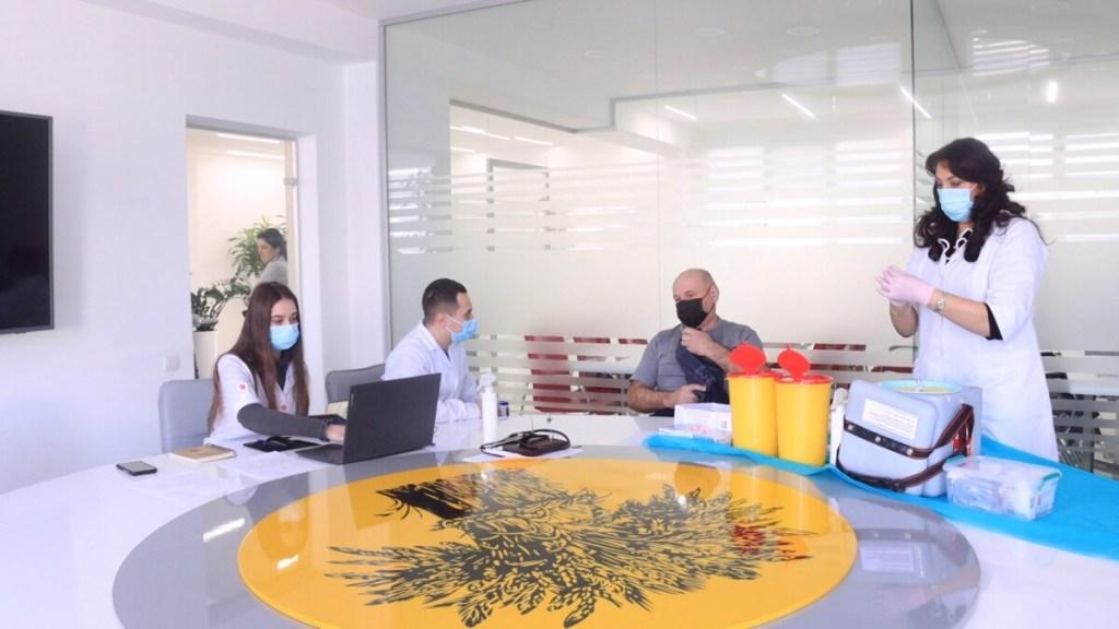 Працівники аграрного підприємства вакцинувались від коронавірусу (ВІДЕО)