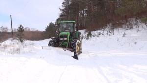 І дорожня служба, і рятувальники: мешканці сіл зі своїми проблемами йдуть до аграріїв (ВІДЕО)