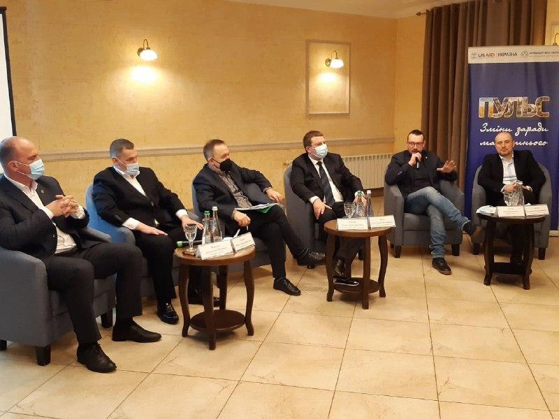 Бути господарями, а не політиканами: у Чорткові говорили про майбутнє громад (Відео)
