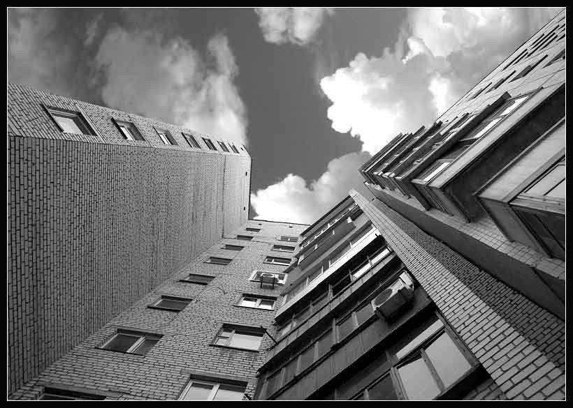 На Тернопільщині молодий чоловік випав з балкона на п'ятому поверсі