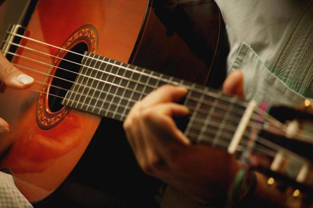 У Тернополі зв'язали і пограбували двох музикантів – відібрали навіть гітару і здали в ломбард