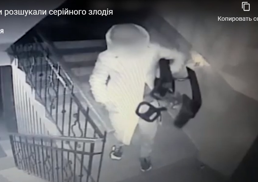 """""""Крав речі, залишені без нагляду"""": у Тернополі спіймали серійного злочинця (ВІДЕО)"""
