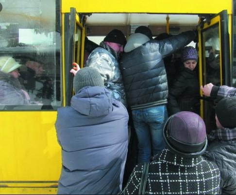У Тернополі травмувалася жінка, коли намагалася сісти у маршрутку